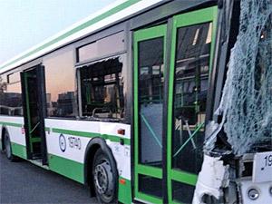 Автобус с пассажирами врезался в столб у хлебозавода