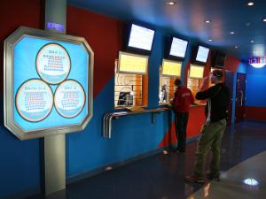 Кинотеатры сняли с показа комедии