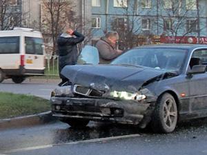 В аварии у Крюковской эстакады пострадала женщина
