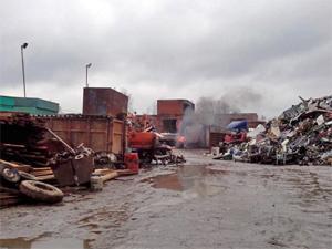 На сжигающей мусор металлобазе начались проверки