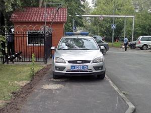 Припарковавшегося на тротуаре полицейского ждет дисциплинарная комиссия
