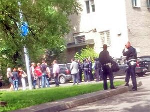 Силовики провели учения по освобождению заложников на улице Крупской