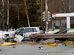 На перекрестке у «Кафе Лесное» разбились две машины