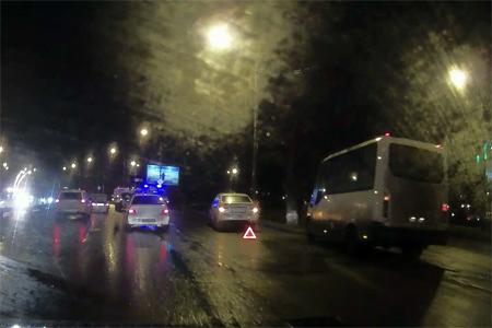 Три человека пострадали врезультате дорожно-траспортного происшествия сучастием маршрутного такси вЗеленограде