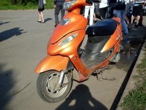 В Парке Победы пьяный порезал скутериста