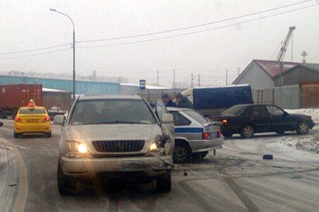 Три человека госпитализированы после столкновения «Лексуса» с полицейской машиной