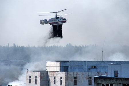 Крупный пожар в промзоне ЦИЭ тушили два вертолета