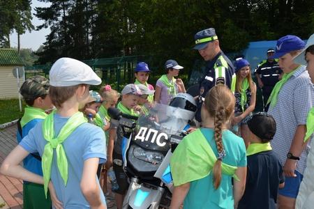Дети из Центра социальной помощи встретились с инспекторами ГИБДД