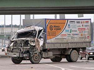 Водитель грузовика лишился ноги в аварии на Ленинградке