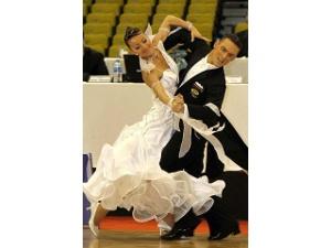 Клуб «Данс-Мастер» приглашает на занятия бальными танцами