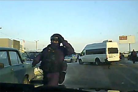 Водитель кроссовера протаранил машины при попытке скрыться от спецназовцев