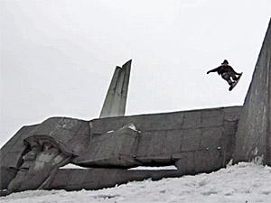 Сноубордисты из США устроили трюки у «Штыков» для съемок ролика о России