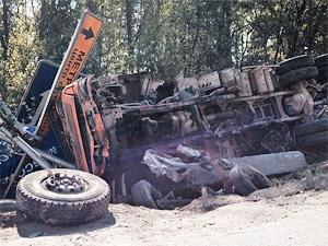 На Ленинградке у «Макдоналдса» перевернулся грузовик