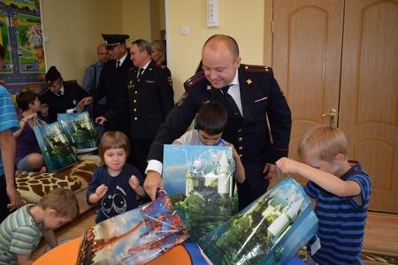 Зеленоградская полиция поздравила детей с Днем знаний