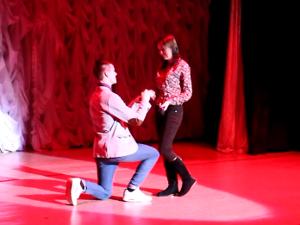 Предложение на сцене