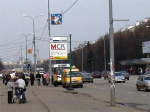 Старушку обокрали на остановке на четверть миллиона рублей