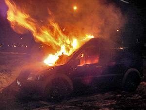 В «народном гараже» сгорела машина