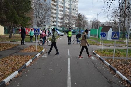 Зеленоградские инспекторы ГИБДД приняли участие в открытом уроке по Правилам дорожного движения