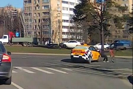 Таксист сбил велосипедиста на Московском проспекте