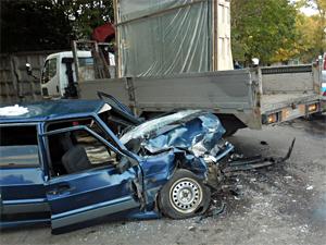 На Фирсановском шоссе легковушка с пьяной компанией врезалась в грузовик