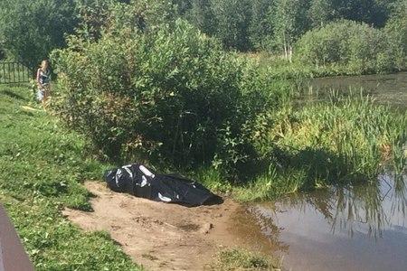 Отдыхающий нашел утопленника на дне Черного озера
