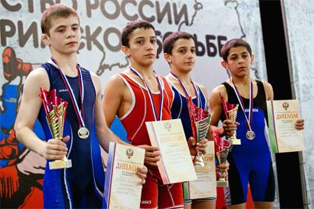 Братья-борцы из Зеленограда завоевали «золото» и «бронзу» первенства России среди кадетов