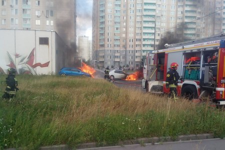 В 20-м микрорайоне сгорели два автомобиля
