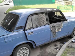 В 6-м микрорайоне подожгли автомобиль
