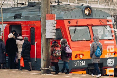Электрички из Москвы задержались из-за «неисправности провода»