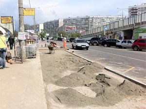Замену тротуарной плитки в Крюково объяснили серьезным браком