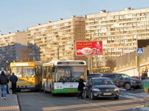 Мелкая авария парализовала движение автобусов