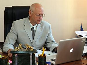 Префект объявил выговор главе управы за проживание посторонних в будке вахтера