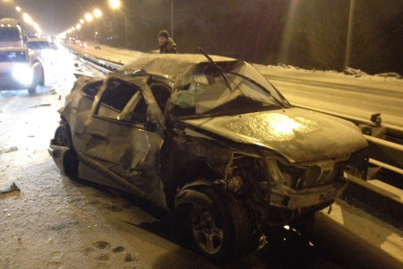 Фура с пьяным водителем смяла об отбойник машину с четырьмя зеленоградцами на Ленинградке