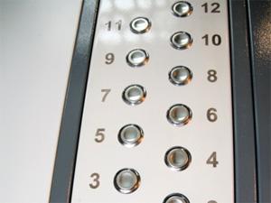 В восьми домах установят новые лифты