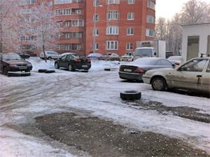 Власти ликвидируют спорную парковку у корпуса 433