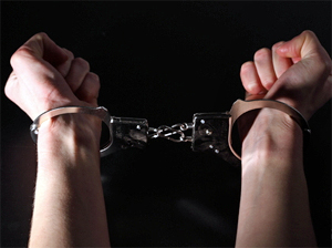 Следователи задержали напавшего на участкового мужчину