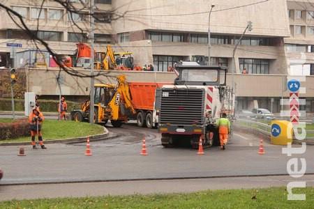 Дорожные рабочие перекрыли разворот на Центральном проспекте у префектуры