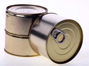 Мужчину посадили за кражу 124 банок консервов