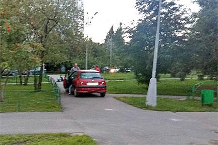 Автоледи без прав задержали за езду по пешеходной зоне