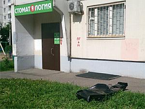 Мужчина разбился при падении из окна дома во 2-м микрорайоне