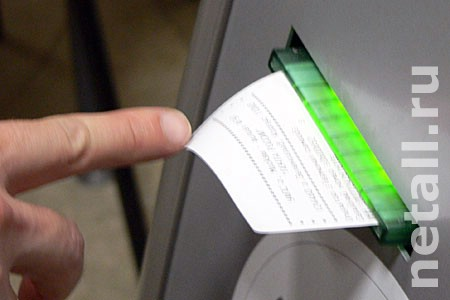 Подсматривавшей пароли клиентов работнице банка дали условный срок
