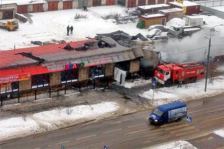 Напротив 14-го микрорайона сгорело новое кафе