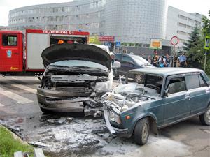 Ребенка зажало в машине после аварии на улице Гоголя
