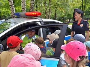 Встреча инспекторов ГИБДД с зеленоградскими дошколятами