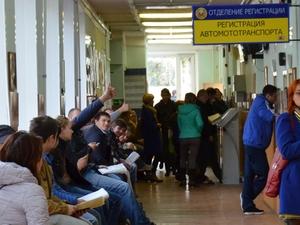 В зеленоградской ГИБДД выстроились очереди за номерами серии «ВОР»