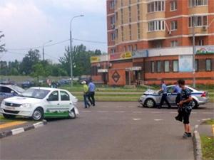 На улице Каменке столкнулись автомобили ДПС и «Мегафона»