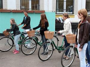 Воспитанникам детского дома подарили велосипеды