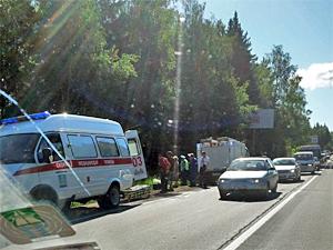 В Брехово автобус с пассажирами упал в кювет