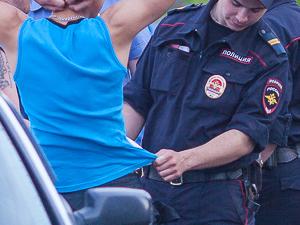 Грабитель сорвал с шеи подростка цепочку с крестиком