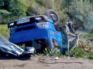 У деревни Брехово грузовик упал в кювет после столкновения с легковушкой